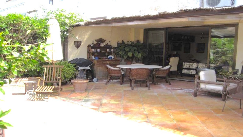DEAL FOR A FAMILY  Townhouse , Estepona - Townhouse located in gated community facing southwest , gr, Spain
