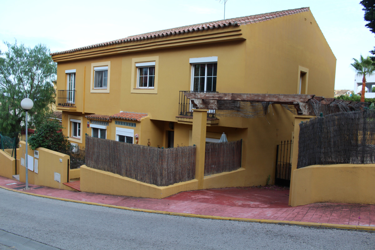 Semi-Detached House, La Alcaidesa, Costa del Sol. 3 Bedrooms, 3 Bathrooms, Built 199 m², Terrace 30 , Spain