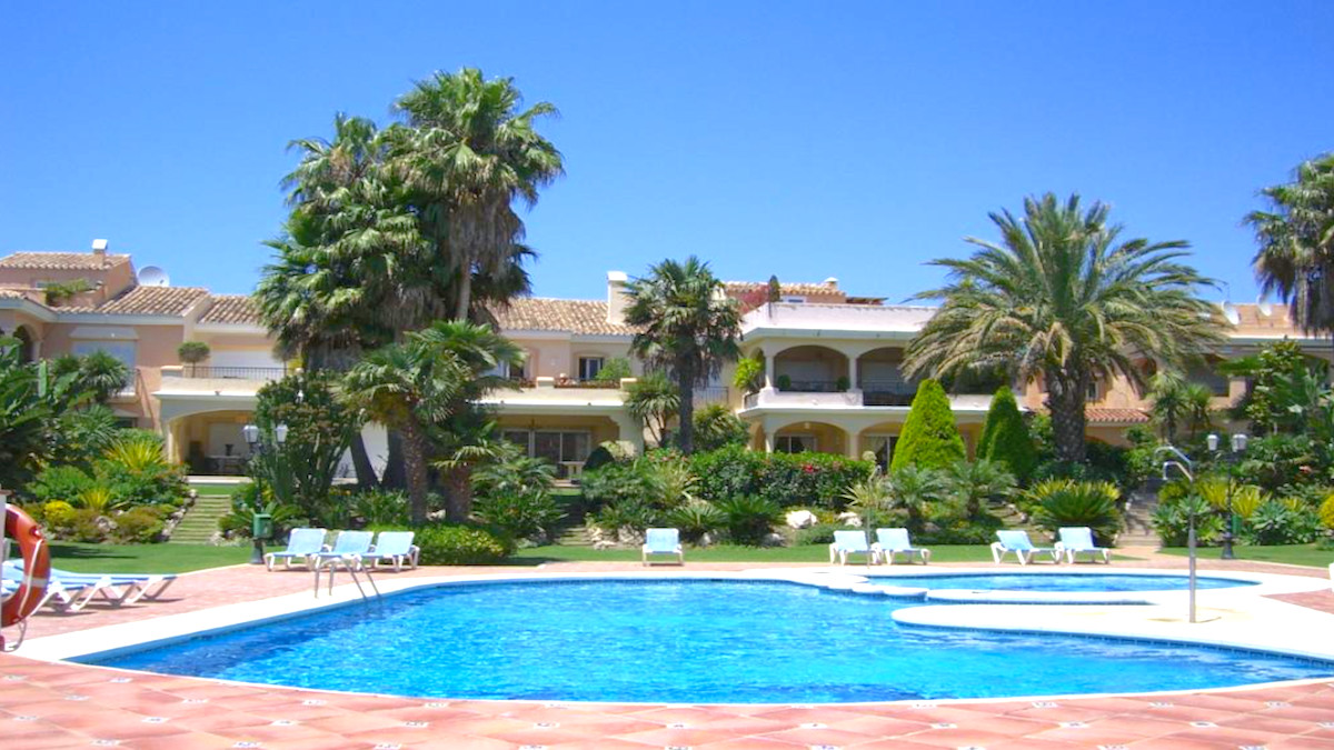 INVESTMENT IN 1ST LINE BEACH - HOUSE  Beautiful spacious corner house on two floors with three bedro, Spain