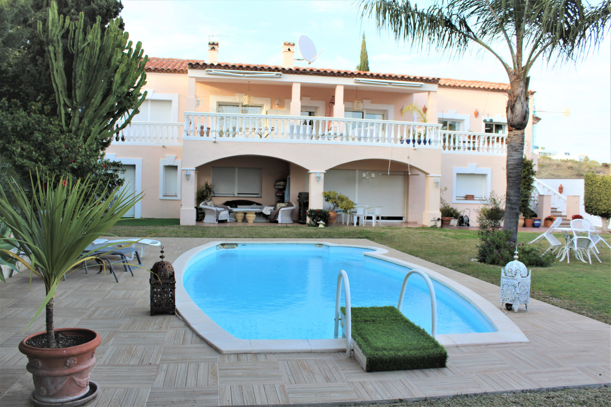 Precious Villa of 412 meters constructed within Benahavis, in the C/Bonsai nº312, with terreno 3.000,Spain