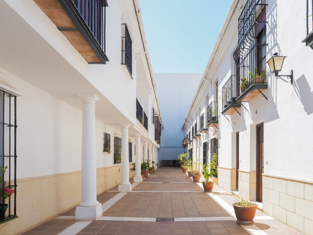 Central duplex in calm zone of Ronda, to 500 meters of the Station of Renfe, and of the pedestrian S, Spain