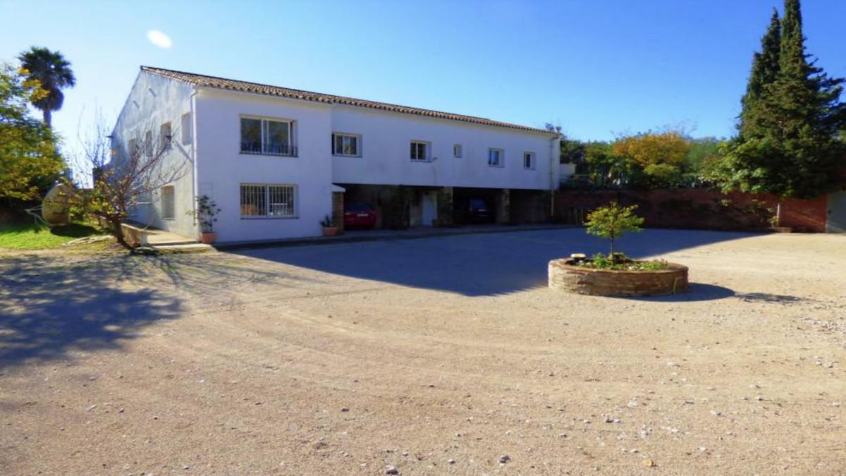 Detached Villa, San Enrique, Costa del Sol. 5 Bedrooms, 4 Bathrooms, Built 304 m², Terrace 200 m², G,Spain