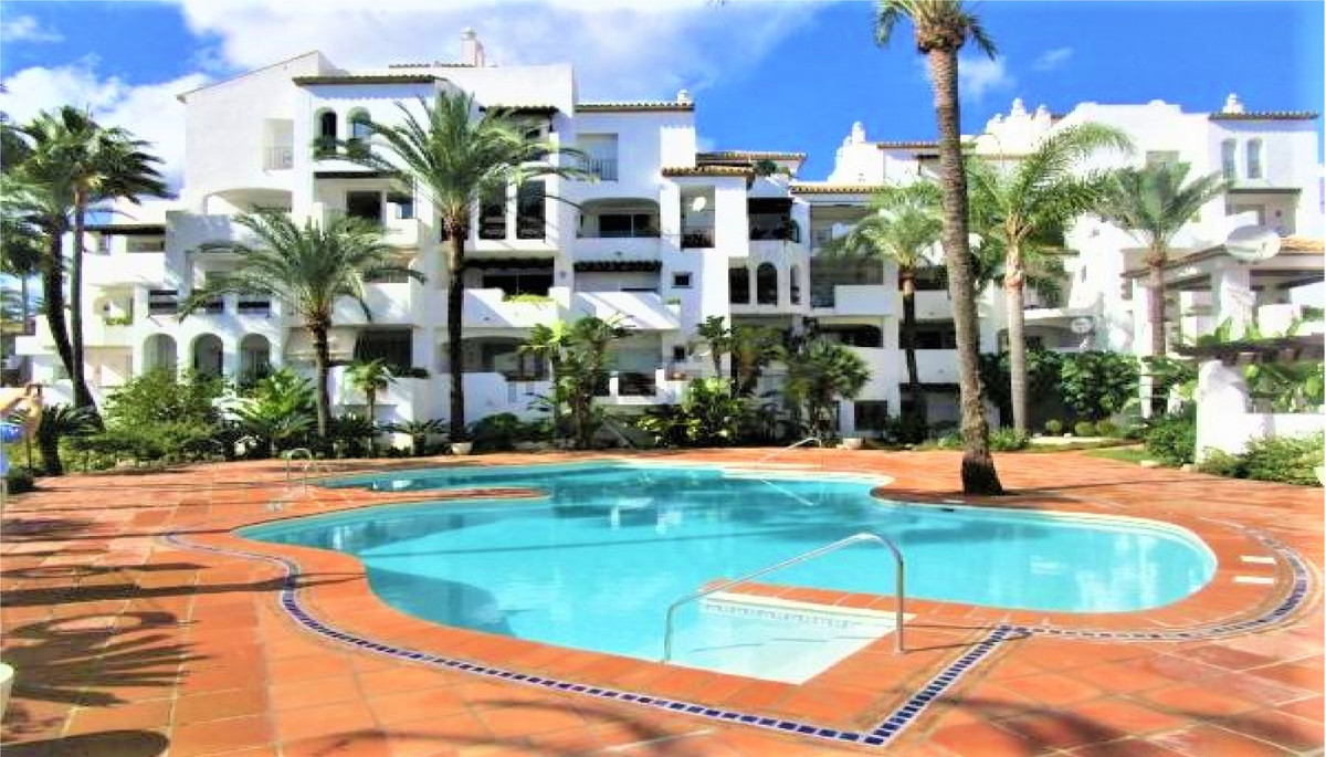 Presenting to the market this stunning two bedroom apartment in La Duquesa.  Nested in the secure ur, Spain