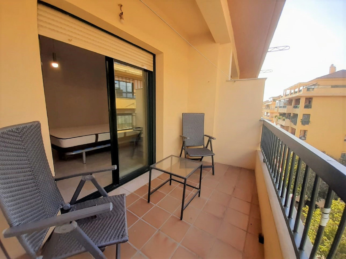 Beautiful exterior corner apartment on the 5th floor, in the sought-after area of Guadalcantara, sur, Spain