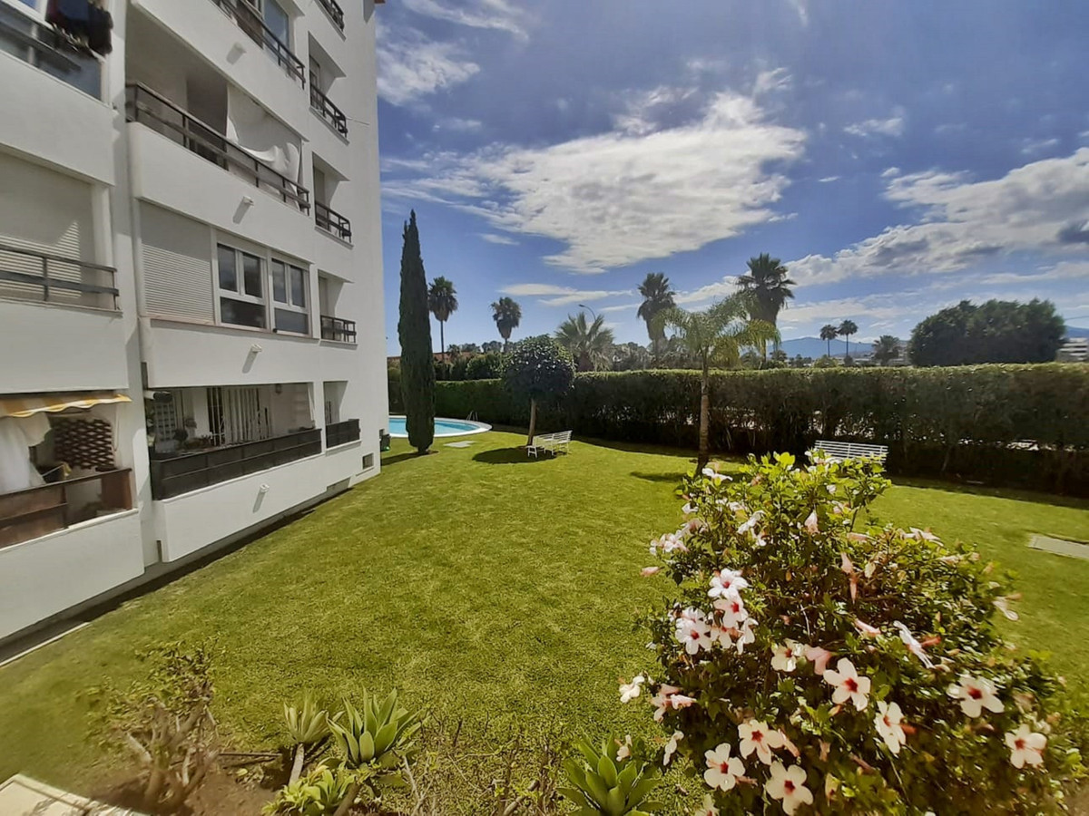 1 Bedroom Ground Floor Apartment For Sale Nueva Andalucía, Costa del Sol - HP3877720