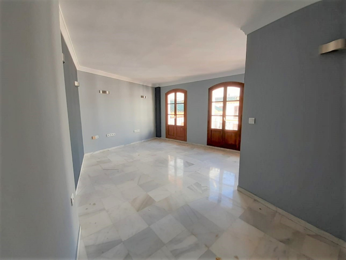Beautiful Office, with the possibility of adapting to housing. Very spacious and bright, located in , Spain