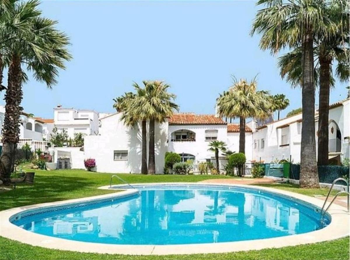 Marbella Banus Adosado en Venta en Bel Air – R3840274