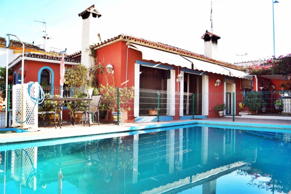 Villa distributed on one floor with an area of 250 meters over a total area of 500 meters. The entir, Spain