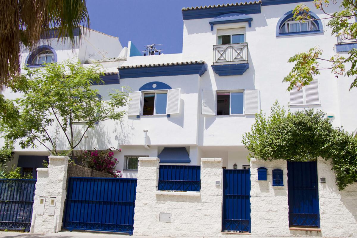 Maison Jumelée  Mitoyenne en vente   à San Pedro de Alcántara