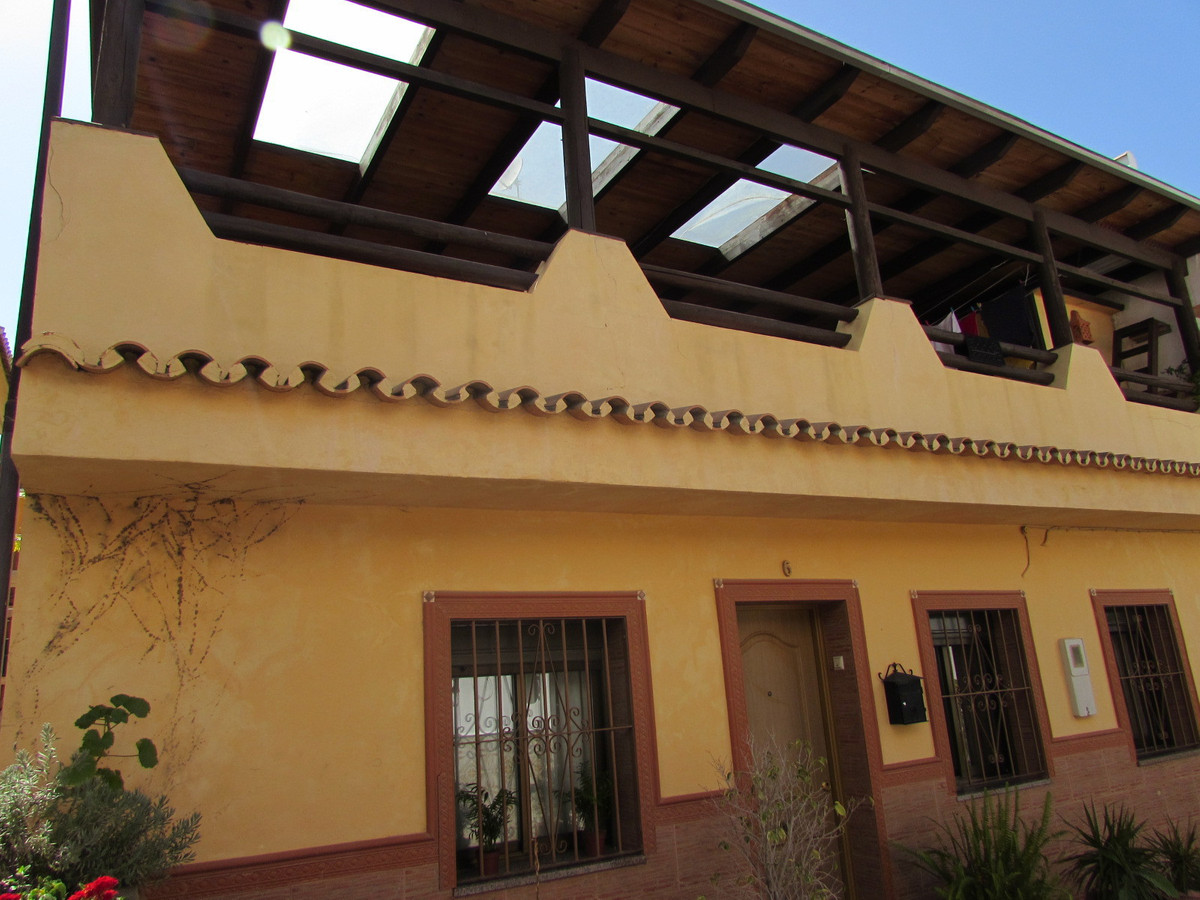 Great semi-detached house in Las Medranas, in San Pedro Alcantara north very close to everything. Th,Spain