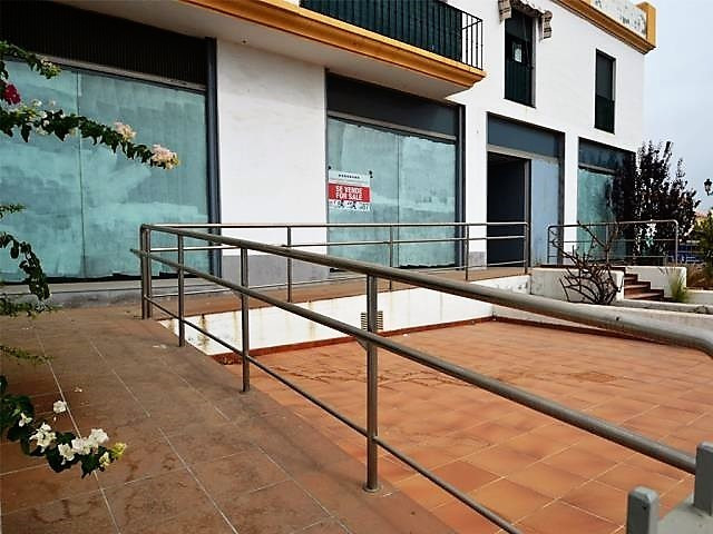 Bank Chance! Large and spacious comercial area with a great potential. Corner location with large sh,Spain