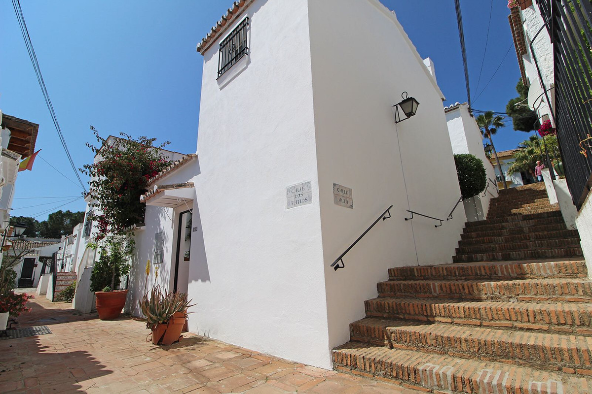 Villa, Semi Detached  for sale    en Las Chapas