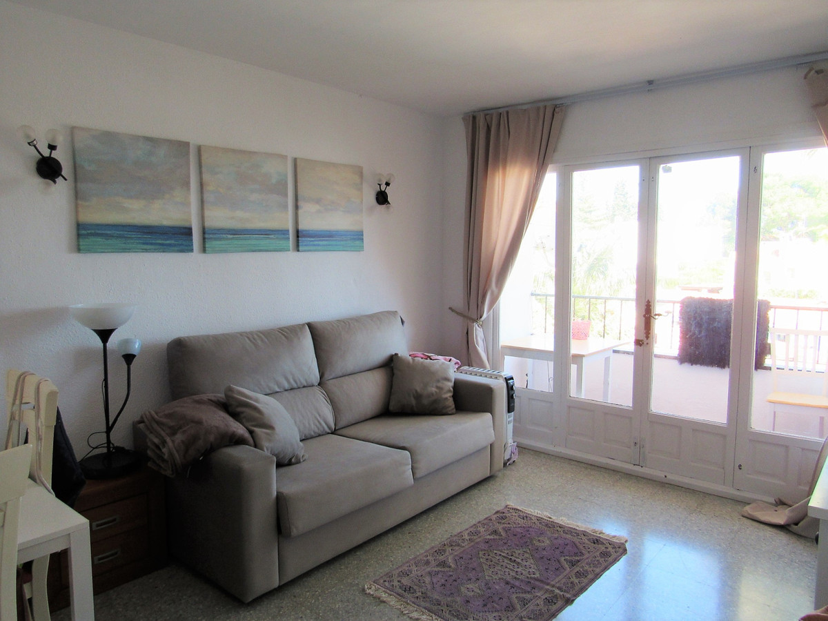 Great corner studio, very bright and located in a very quiet area with easy parking, in Nueva Andalu, Spain
