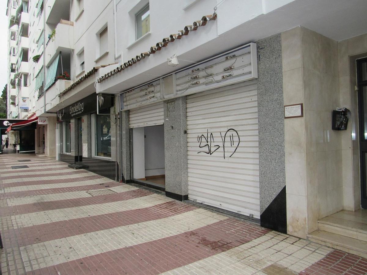 Commercial Premises, San Pedro de Alcantara, Costa del Sol. Built 119 m².  Setting : Town, ,Spain