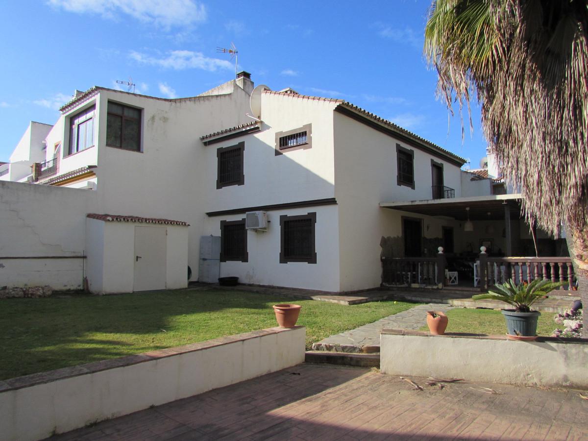 Marbella Banus Adosada en Venta en Atalaya – R2715293