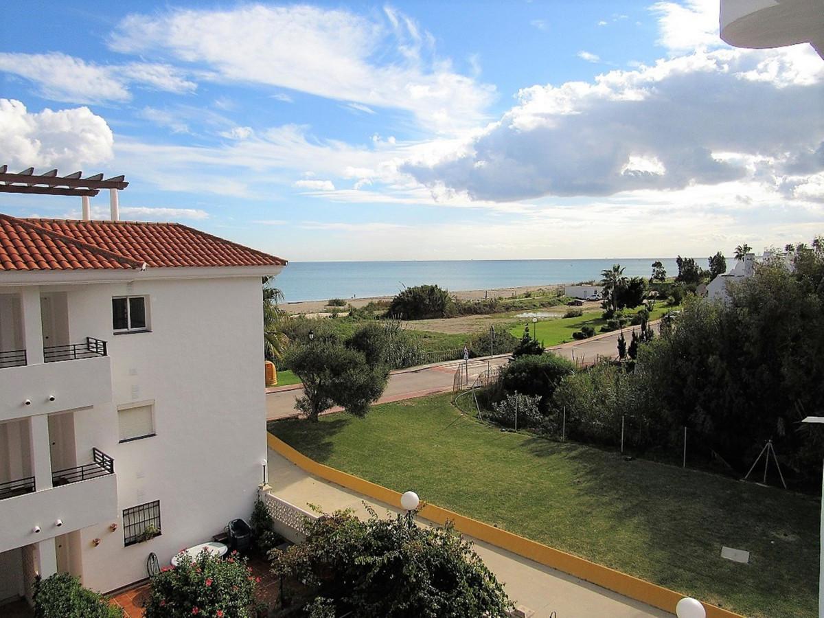 Middle Floor Apartment, Manilva, Costa del Sol. 2 Bedrooms, 1 Bathroom, Built 81 m².  Setting : Clos,Spain