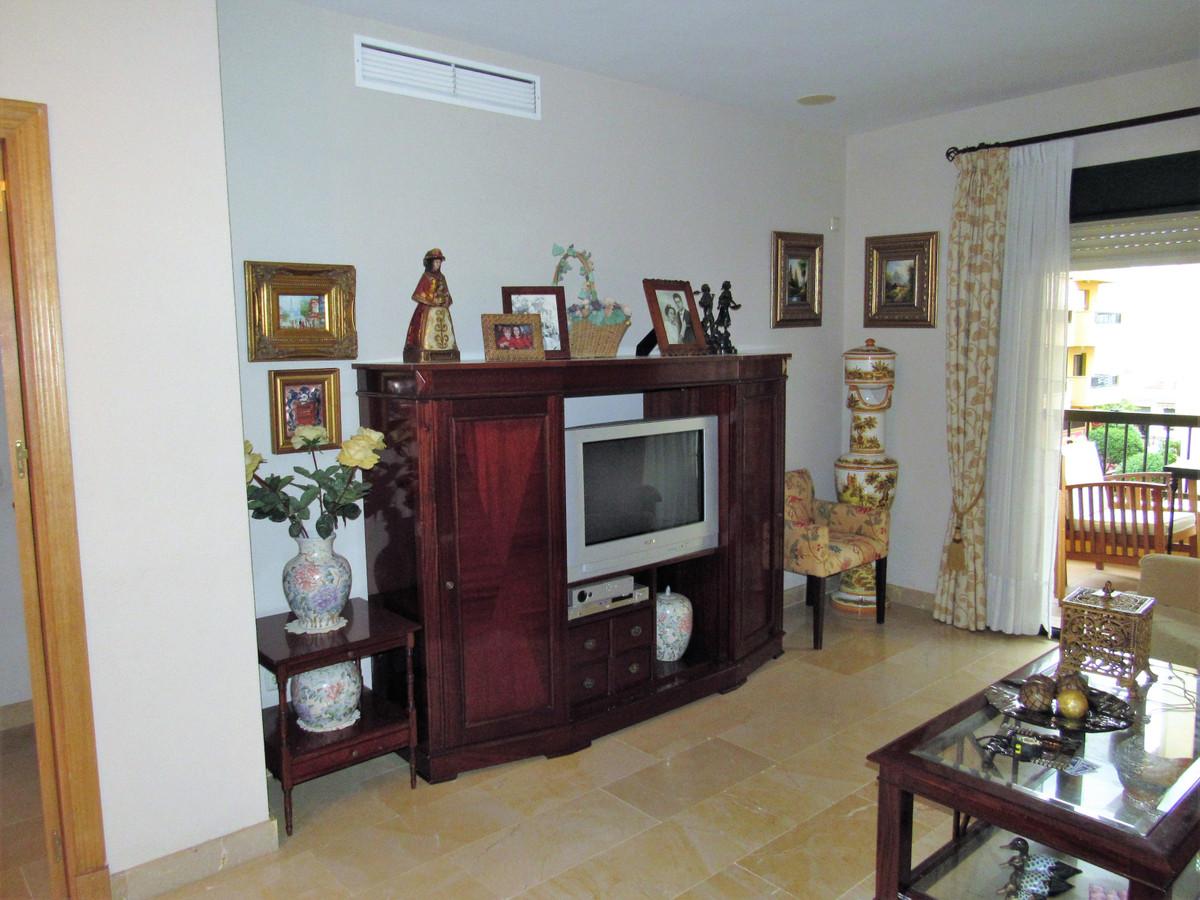 Apartamento Planta Media en Venta en San Pedro de Alcántara – R3295570