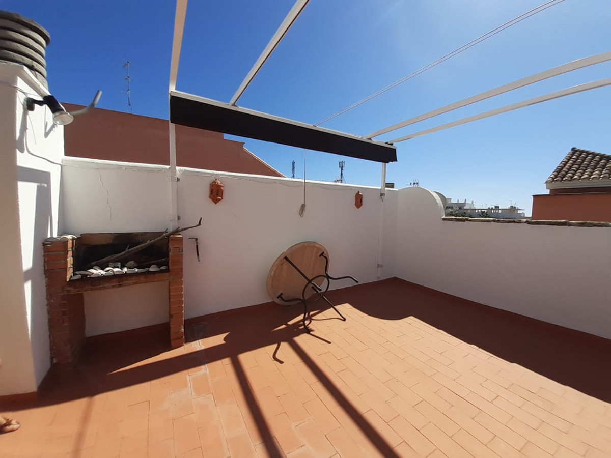 Apartment with three bedrooms and two bathrooms, one of them en suite, in San Pedro Alcantara with a Spain