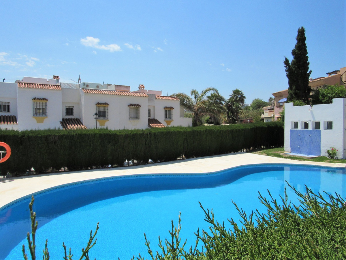 OPPORTUNITY! Apartment located in a beautiful residential complex in Casares, with a very good locat, Spain