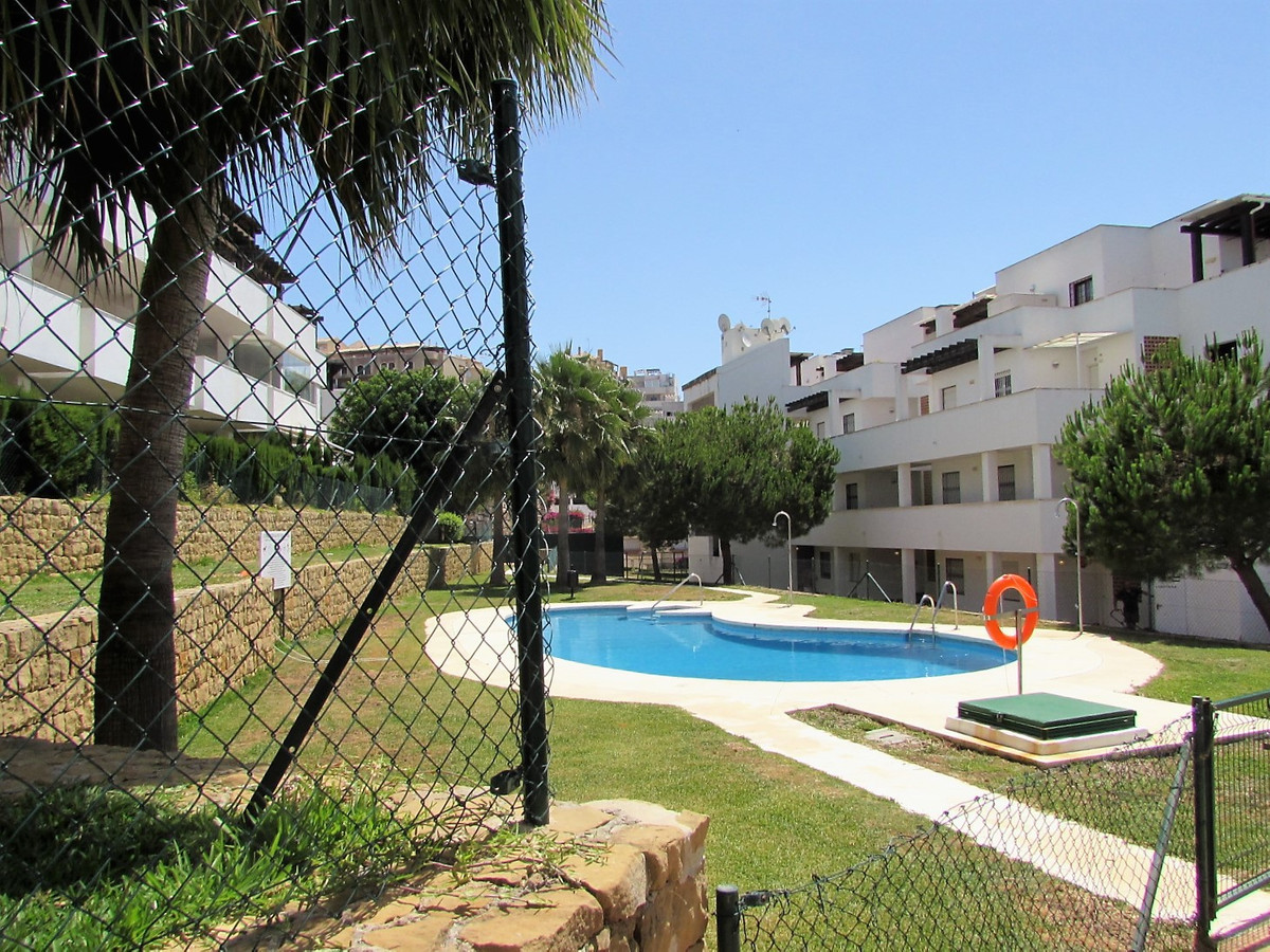 BANK OPPORTUNITY! Fantastic apartment in urbanization with tracks of padel, playpark, gardens and tw,Spain