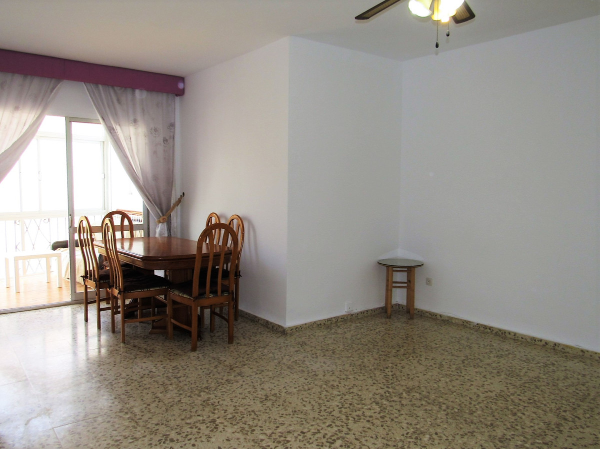 Opportunity!! Very luminous flat in corner west very well located next to San Pedro center and very ,Spain