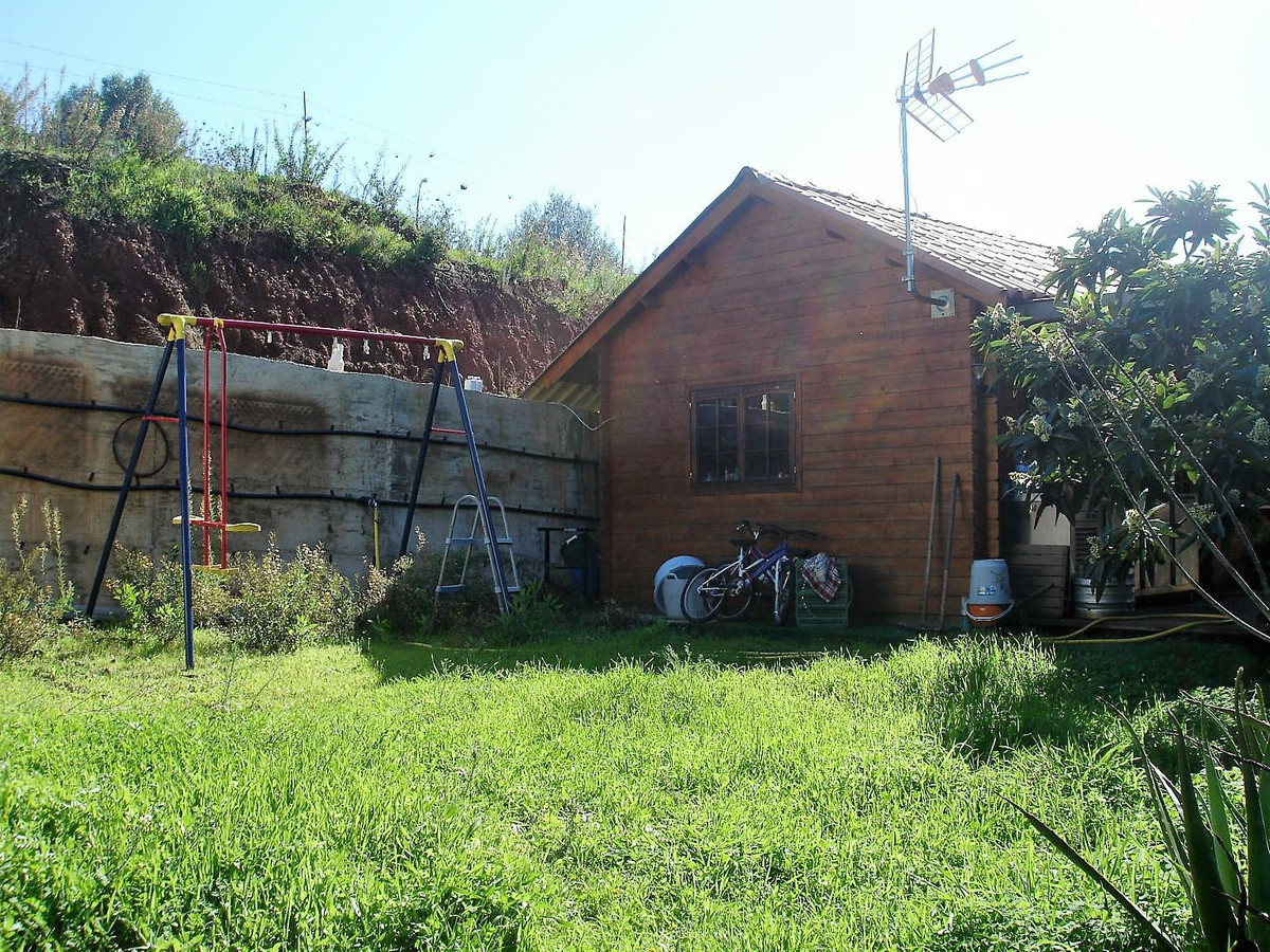 Plot in The Velerin, of 1.200 m2 approximately, with little house of wood. The house of wood consist, Spain