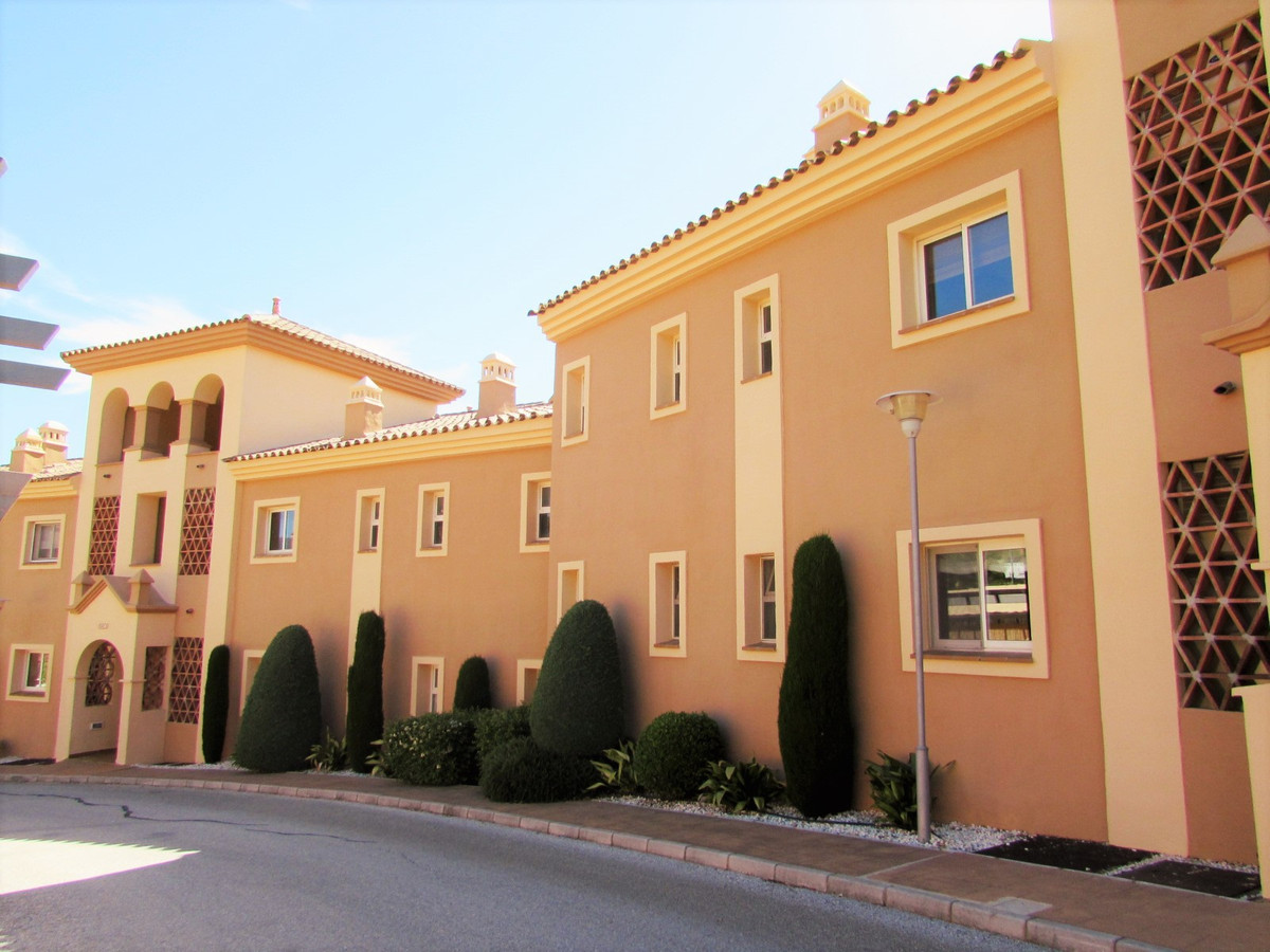 Bank Offer !! Fantastic 2 bedroom apartment with 2 bathrooms (one en suite) with dressing room, livi,Spain