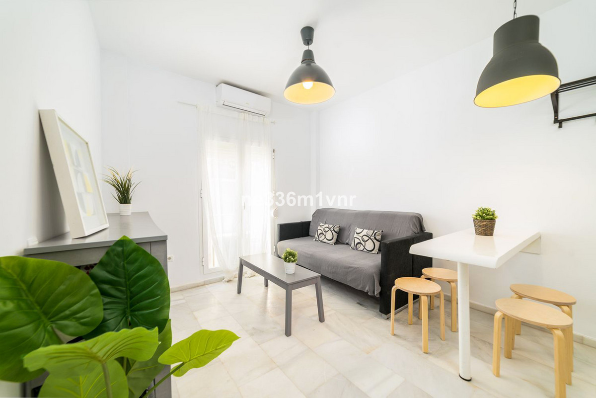 EXCELLENT LOFT NEAR THE PLAZA DE LA MERCED!  Excellent Loft, located in the area El Ejido, a few min, Spain