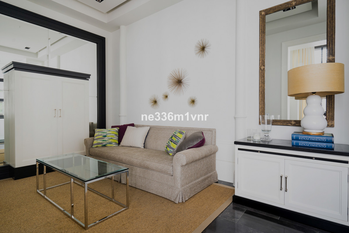 A STYLISH APARTMENT IN THE HEART OF THE HISTORIC CENTRE!  The property consists of 45 meters, distri, Spain