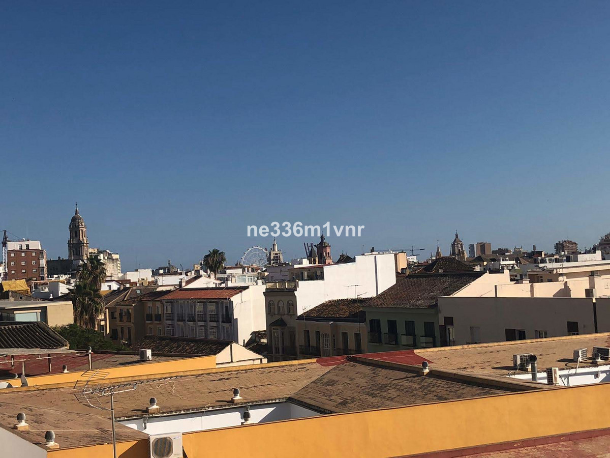 SPACIOUS FLAT JUST A STONE'S THROW FROM THE HISTORIC CENTRE!   The property consists of 115 m2,, Spain