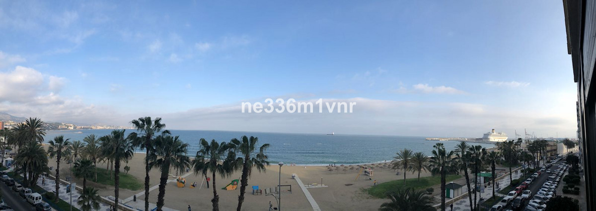 SPECTACULAR APARTMENT IN THE FIRST LINE OF THE BEACH IN LA MALAGUETA!  The property consists of 65 m,Spain