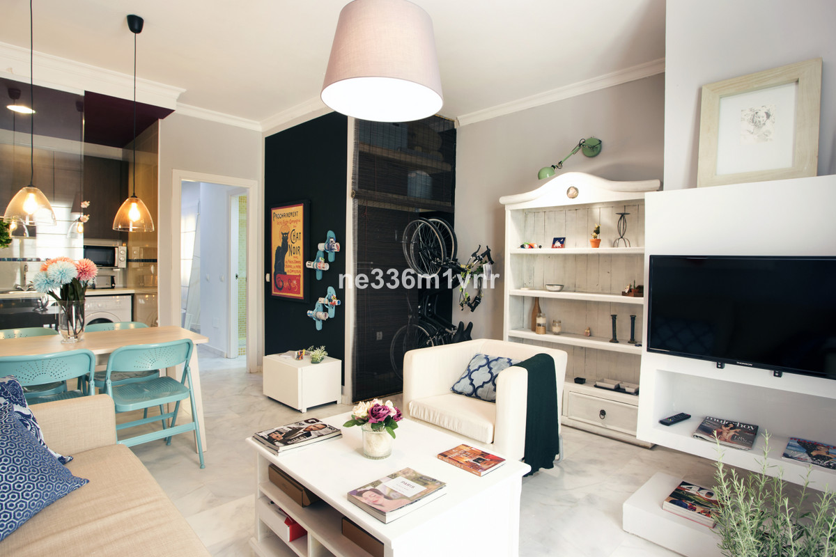 MAGNIFICENT APARTMENT IN THE HISTORIC CENTRE!  The property consists of 43 constructed meters, distr,Spain