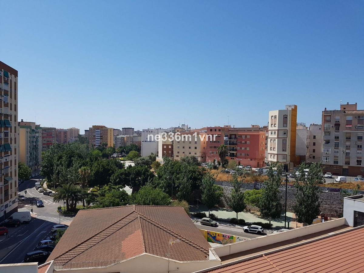 SPACIOUS APARTMENT RENOVATED WITH MAGNIFICENT VIEWS!  The property consists of 91 m2, distributed in, Spain