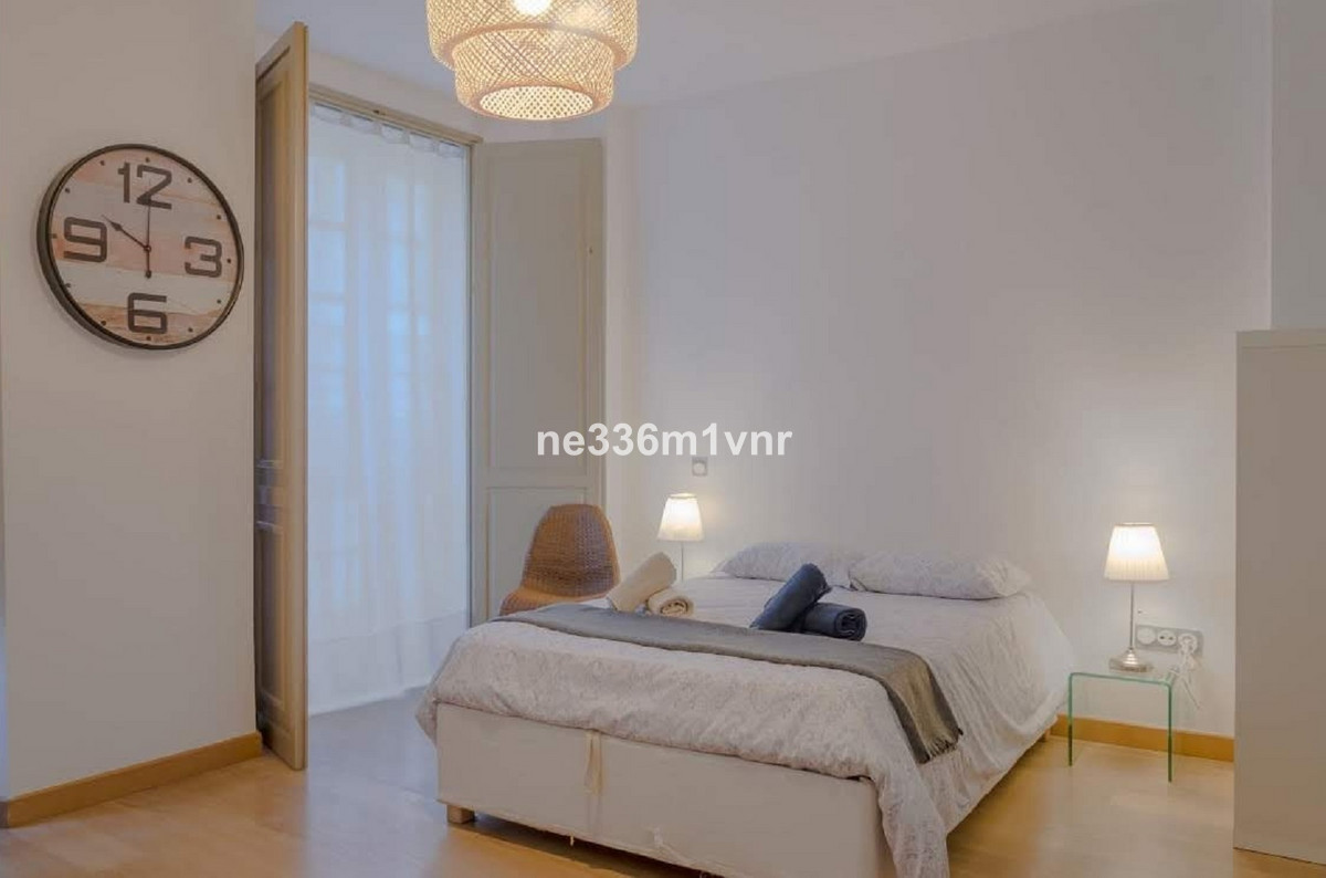 MAGNIFICENT STUDY IN THE HEART OF THE HISTORIC CENTRE!  The property consists of 41 m2 with an open ,Spain