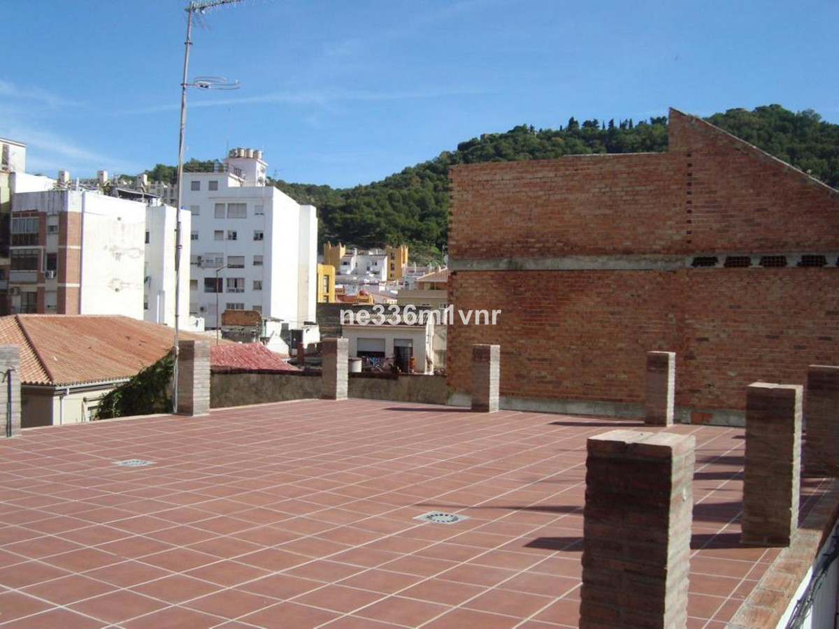 MAGNIFICENT HOUSE IN THE HISTORICAL CENTER!  The property consists of 85 meters, distributed in a fo,Spain