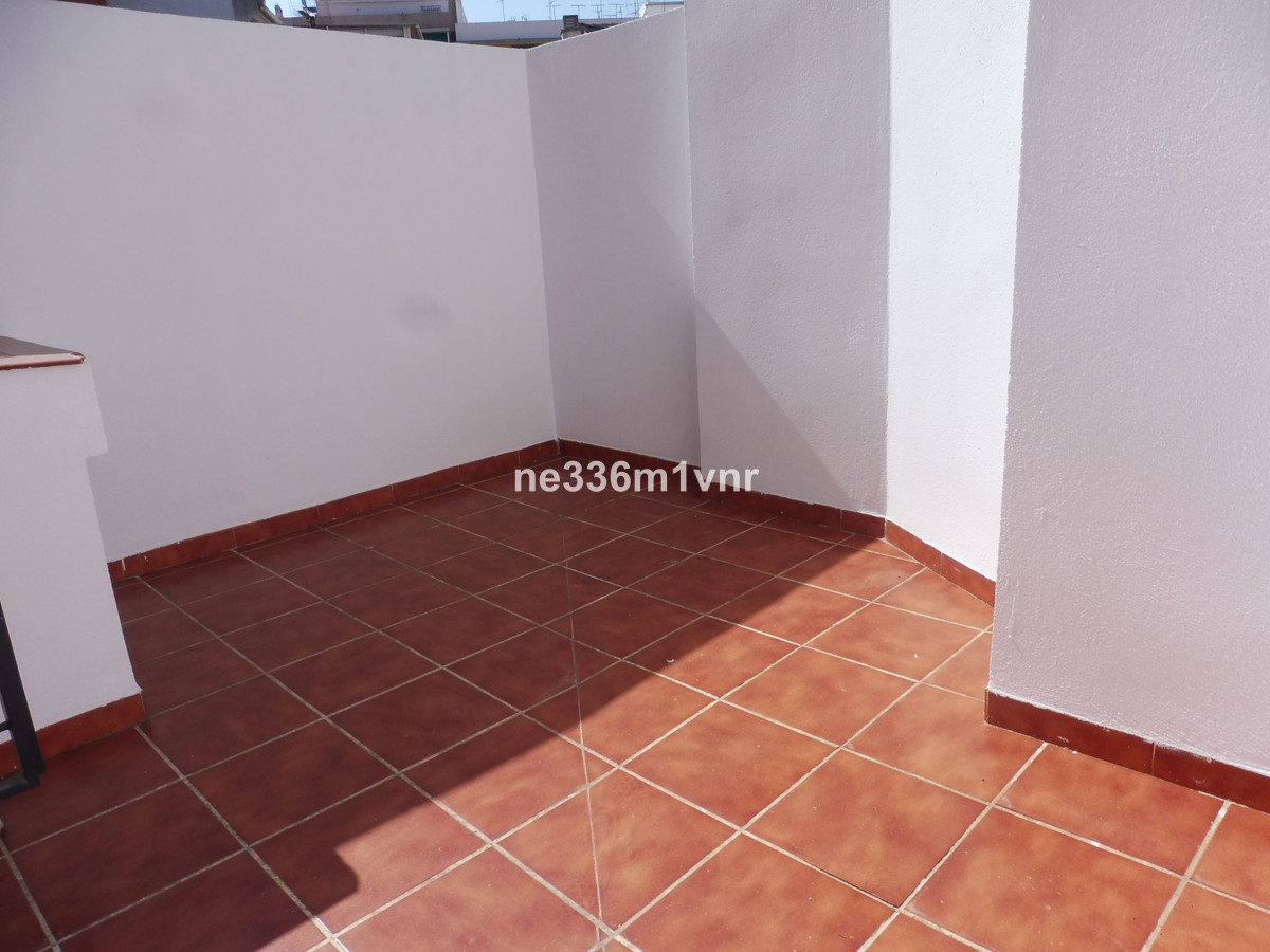FANTASTIC APARTMENT WITH TERRACE !!.  Beautiful apartment with terrace located 10 minutes walk from , Spain