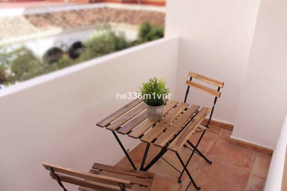 EXCELLENT NEWLY REFURBISHED FLAT 10 MINUTES FROM THE BEACH!   The property consists of 86 m2, distri,Spain