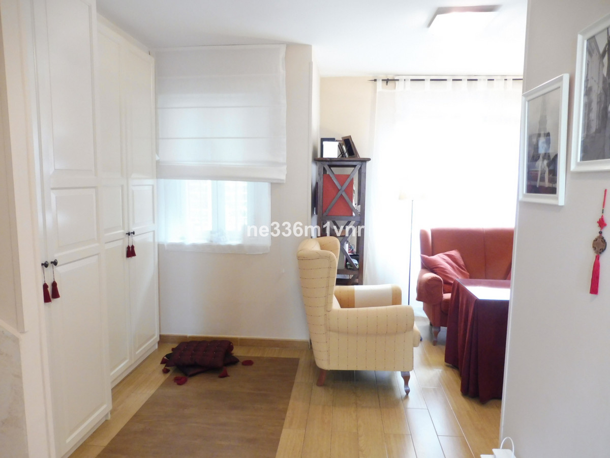STUPENDOUS DUPLEX NEAR THE CORTE INGLES!   The property consists of 140 m2, divided into 3 bedrooms,, Spain