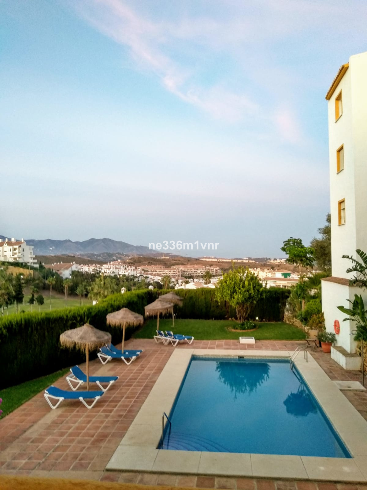 ! SPLENDID FLAT IN URBANIZATION WITH POOL NEAR THE BEACH!  The property consists of 100 m2 with a te,Spain