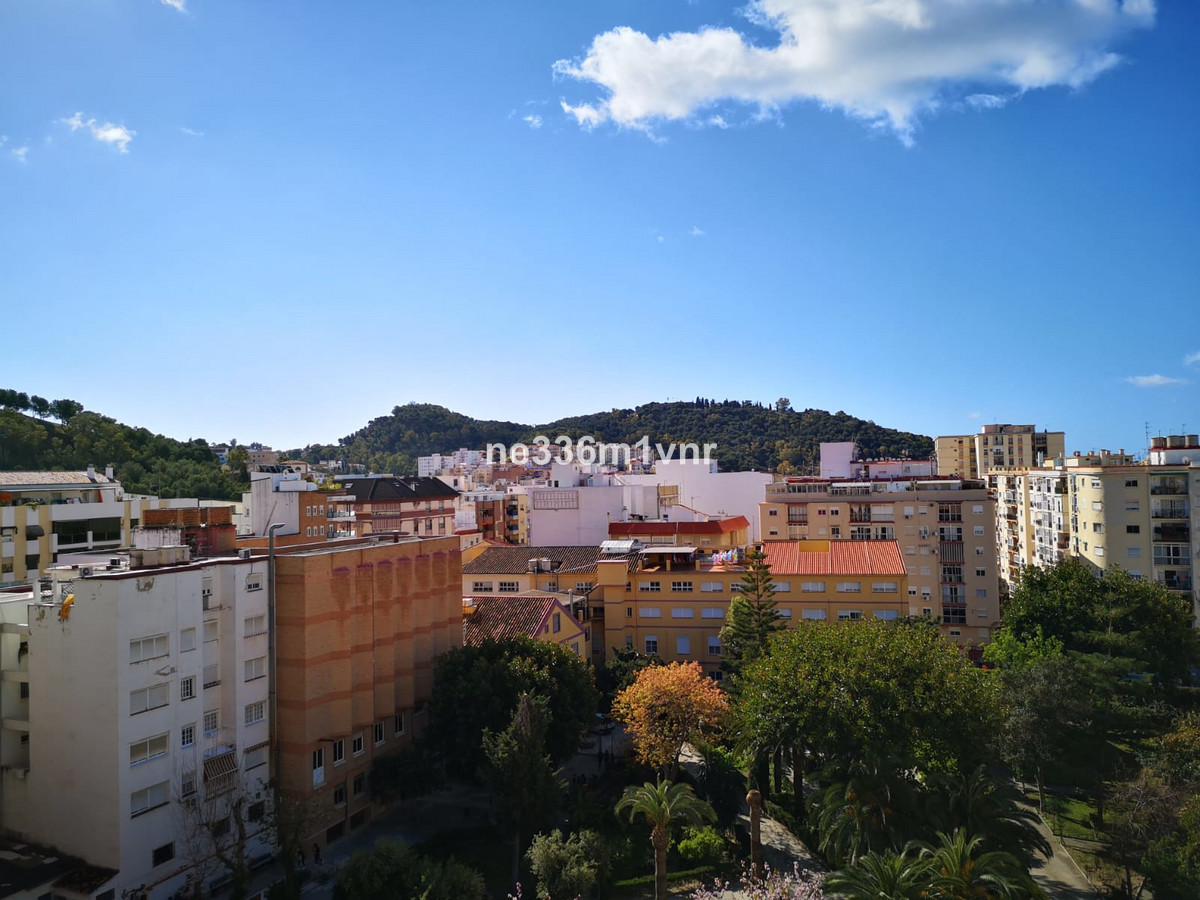 MAGNIFICENT FLAT JUST A STEP AWAY FROM THE HISTORIC CENTRE!  The property consists of 85 m2, distrib, Spain