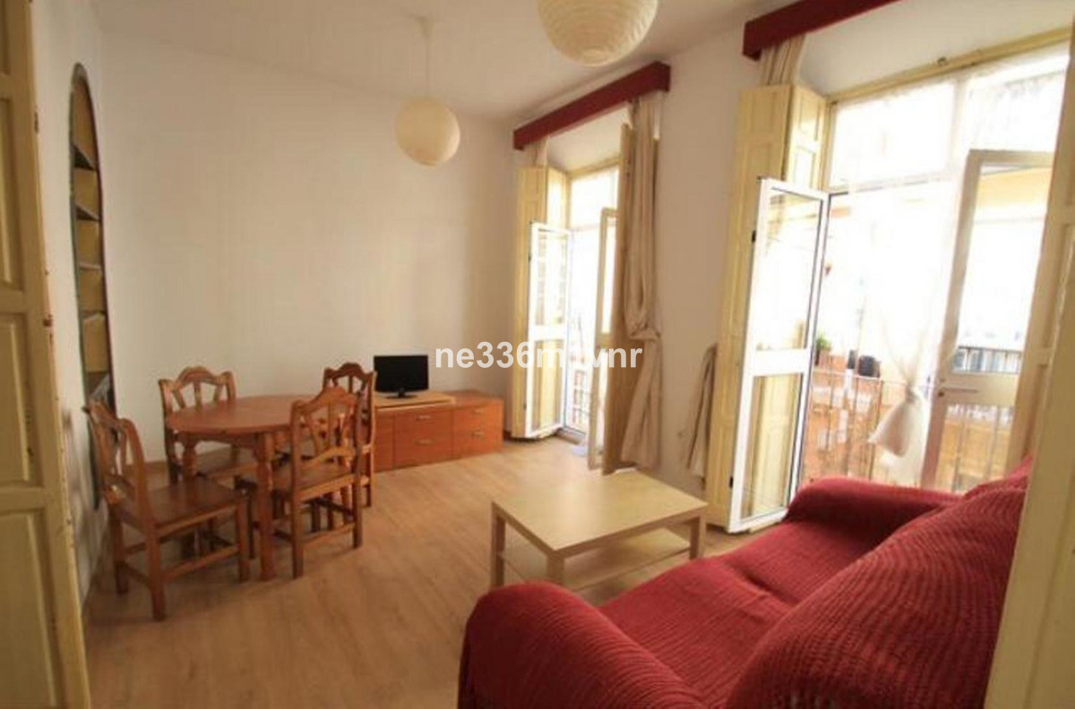 The property consists of 105 m2 distributed in 3 bedrooms, 1 bathroom, spacious living room with thr,Spain