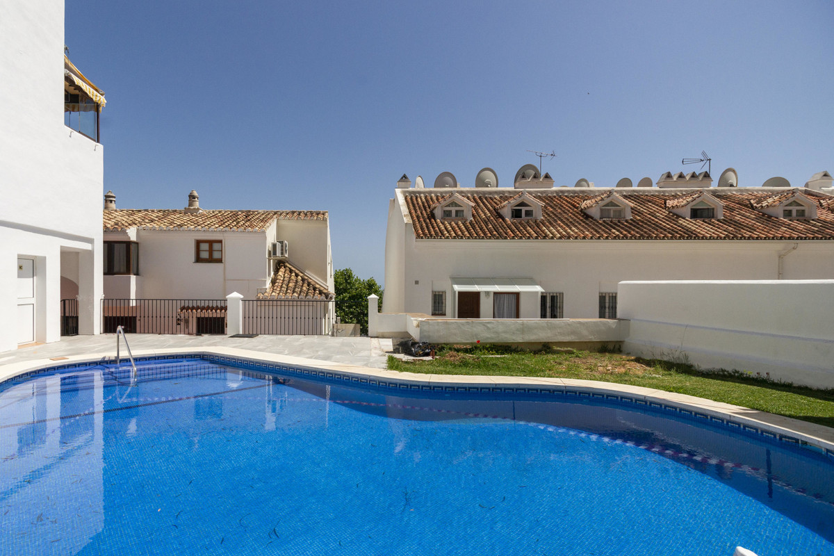 Excellent apartment for rentals or personal use. In the centre of the ever popular characterful vill, Spain