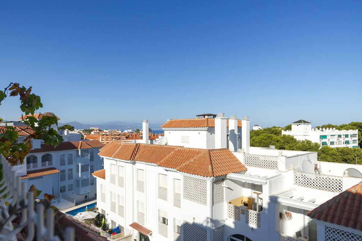 Laid back comfortable apartment that enjoys plenty of sun on it's large terrace. Views to the s, Spain