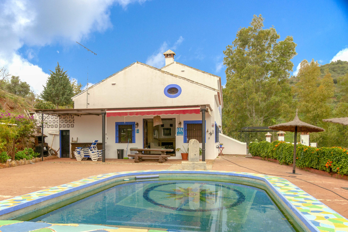 For sale from the original owner this wonderful rural retreat offers it's guests spacious comfo,Spain