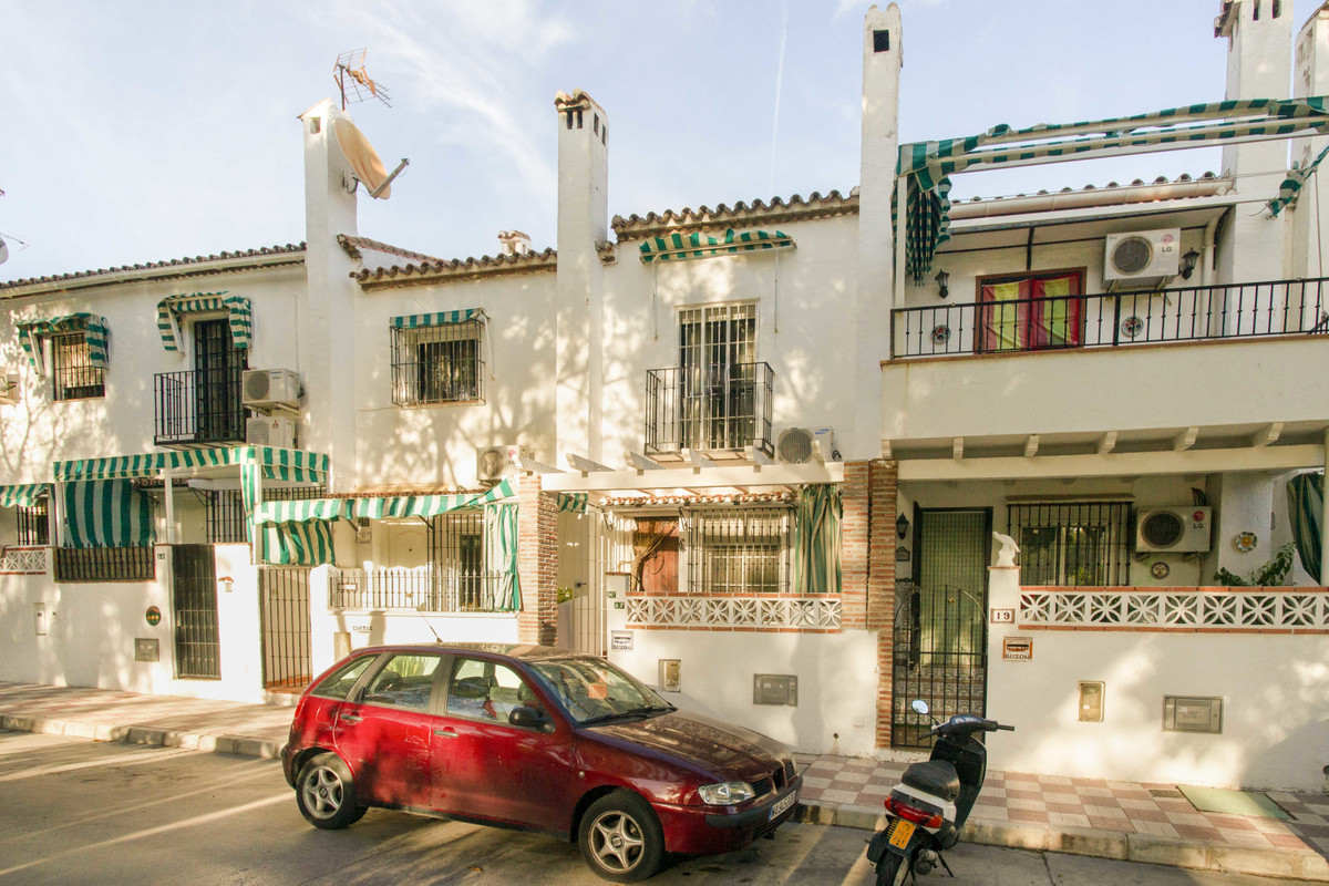 Sweet little townhouse a stones throw from the Miguel Angel Jimenez golf course. In a very quiet res, Spain