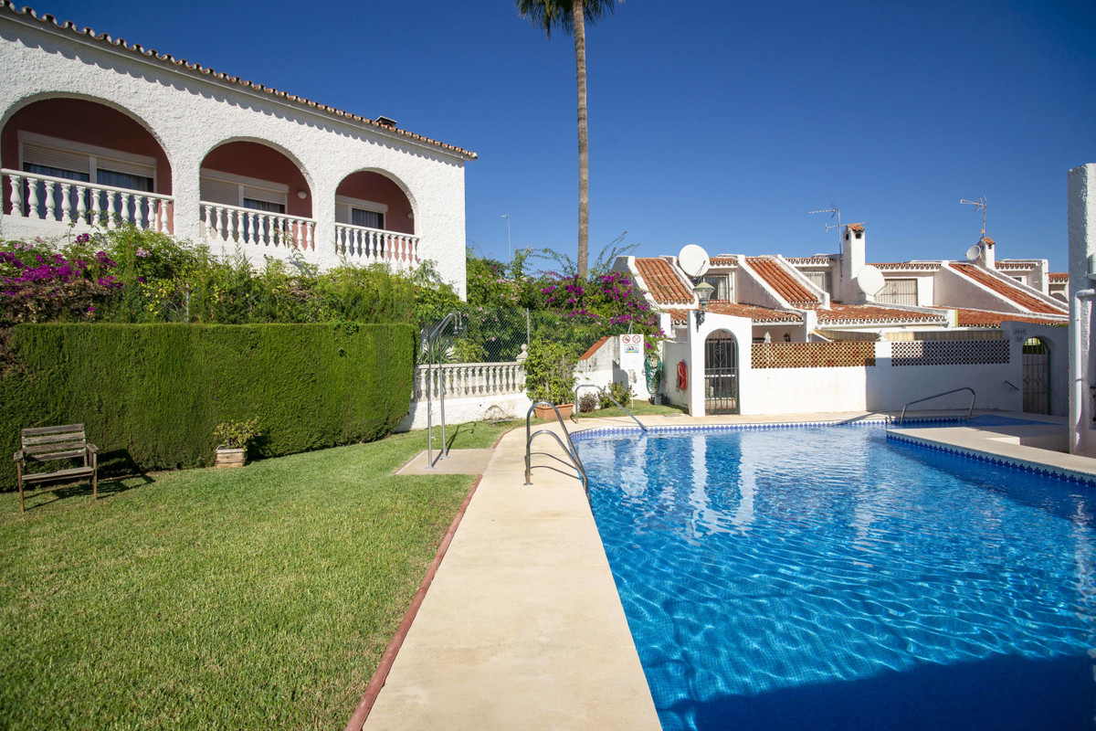 Beautifully presented townhouse with exceptionally spacious reception room. This property has been c,Spain