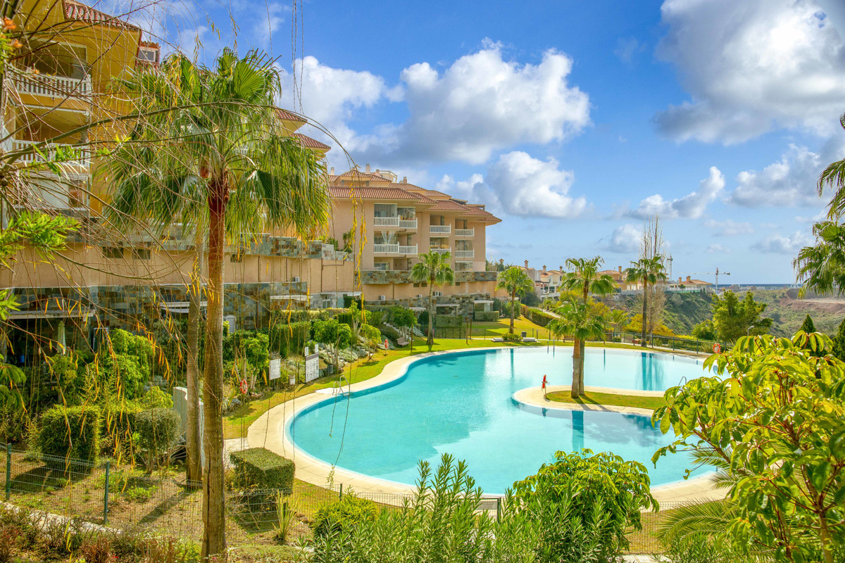 Beautiful luxury family apartment enjoying a very privileged location.This imposing and spacious res,Spain