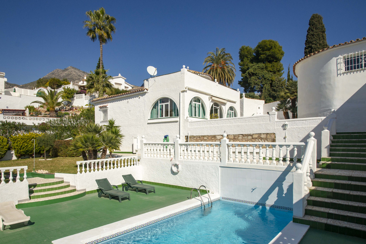 Fabulous independent villa in Monte Alto. Very quiet area with sun all day. Well kept pool and garde, Spain