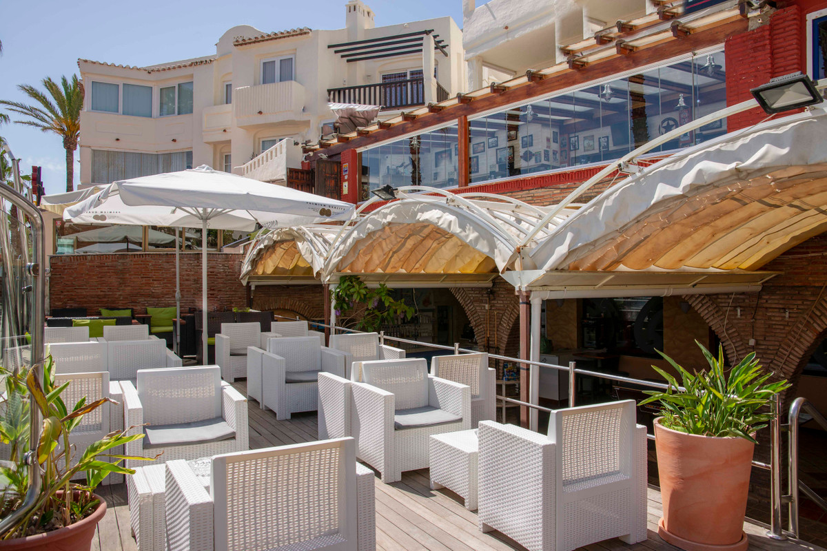 Long established beach bar with Disco/Nightclub. Perfectly located to maximise income throughout the,Spain