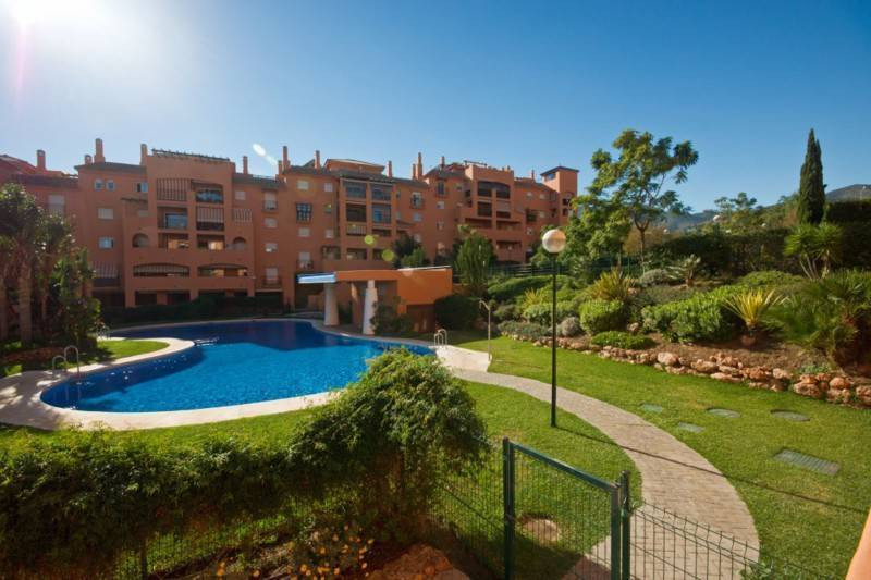 Fantastic penthouse apartment in a quiet residential area with magnificent sea and mountain views. t Spain